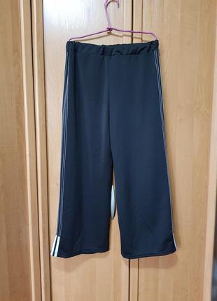 Стильные широкие спортивные штаны, чёрные с белым штаны