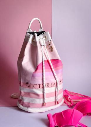 Очень красивый пляжный вместительный рюкзак victoria's secret!