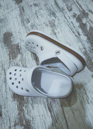 Крокси шльопки білі з полоскою унісекс