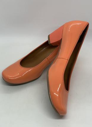 Туфли лаковый персик 38-39р
