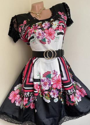 Оригинальное платье цветочный принт