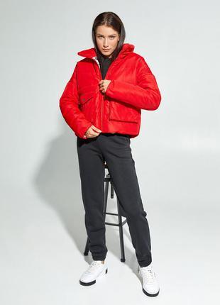 Демисезонная короткая куртка зефирка стеганая дутая на молнии высокий воротник