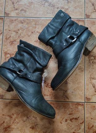Кожаные боты ботинки демисезонные казаки 38 чоботи шкіряні