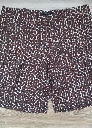 Стильные льняные шорты с накладными карманами