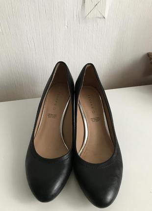 Кожаные чёрные туфли лодочка