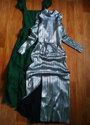 Шикарное миди платье с разрезом спереди