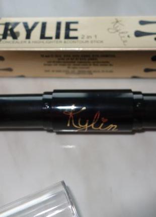 Корректор + бронзатор для лица 2 в 1 kylie stick concealer and bronzing stick