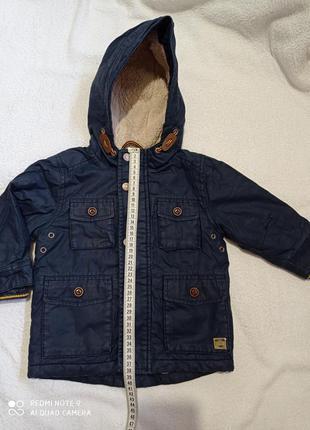 Темно-синяя куртка next с капюшоном демисезонная утеплённая на подкладке хлопковая на замке кнопках