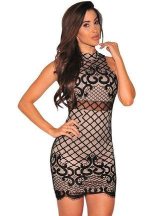 Обтягивающее платье с кружевом и переплетом на спинке
