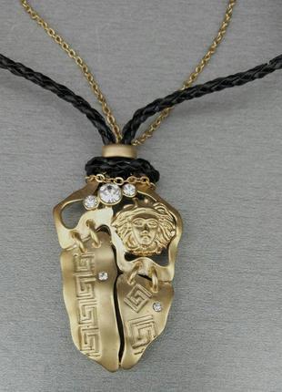 Versace набор бижутерии подвеска и серьги из золотистого металла с камешками