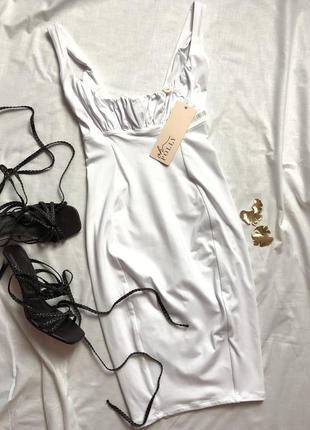 Белоснежное мини платье со сборкой на груди oh polly