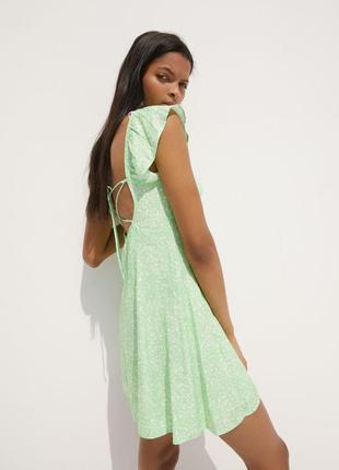 Зеленое платье мини с принтом и шнуровкой bershka