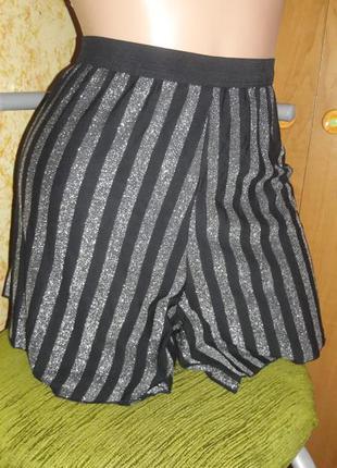 Классные шорты с люриксом c&a l