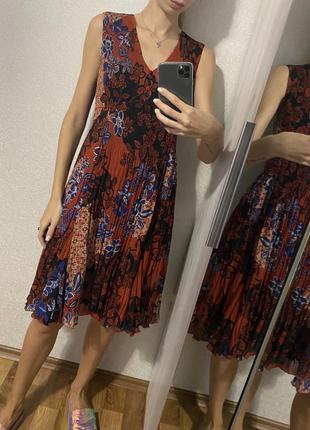 Платье плиссе миди в винтажном стиле