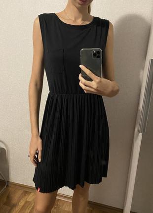 Чёрное платье низ плиссе