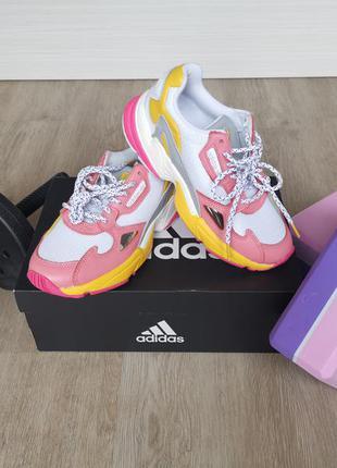 Женские кроссовки adidas eg9933