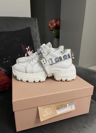 Стильные кроссовки со съёмным украшением