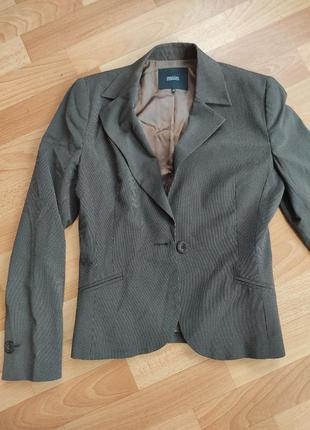Пиджак в мелкую полоску