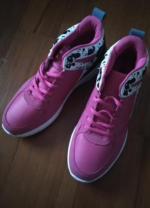 Кросівки кроси