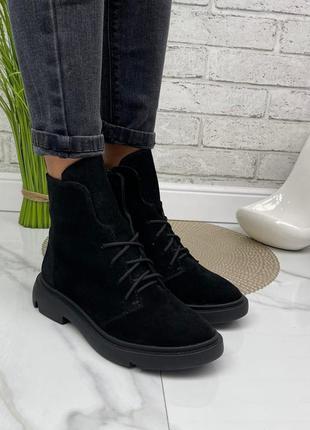 Демисезонные ботинки на низком ходу черные натуральная замша