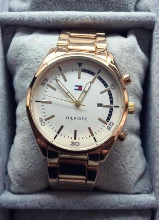 Класний чоловічий годинник