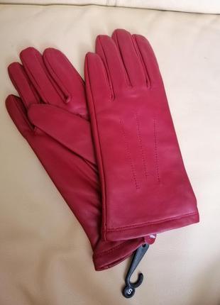 Фирменные кожаные перчатки