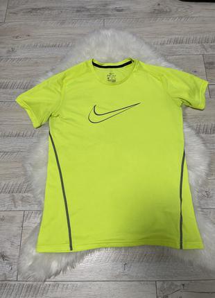 Салатовая нелновая футболка nike