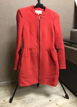 Шикарное яркое красное пальто