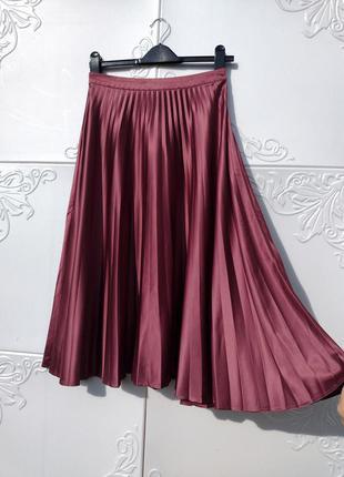 Плиссированная тёмно розовая миди юбка mint & berry