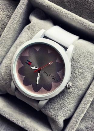 Білий стильний,повсякдений,наручний жіночий годинник