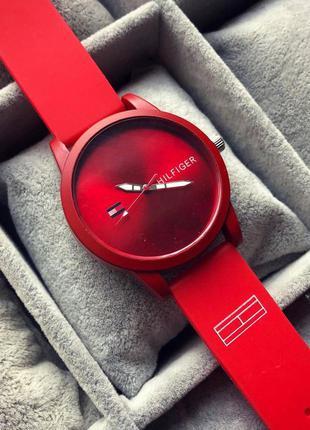 Стильний червоний жіночий наручний годинник