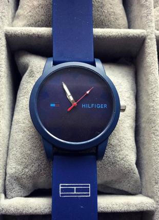 Наручний годинник,синій, стильний,красивий,повсякдений