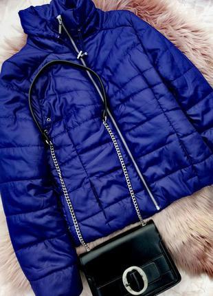 Блестящая куртка пуффер дутик пуховик с поясом и воротником стойкой