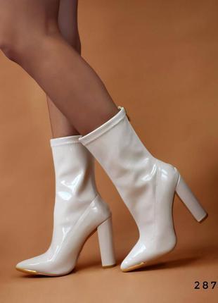 Лаковые сапоги на каблуке