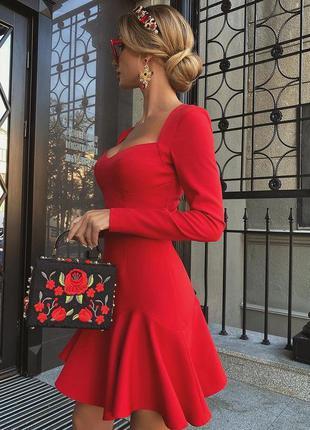 Красное платье с юбкой клёш