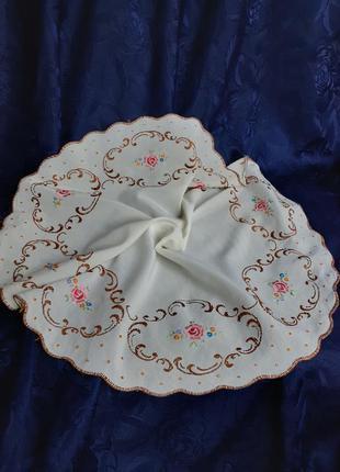 Скатерть салфетка пастельная роза винтаж вышивка гладью вручную ручной работы сатиновая шелковая с розочками