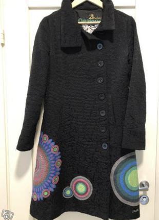 Пальто с необыкновенным принтом