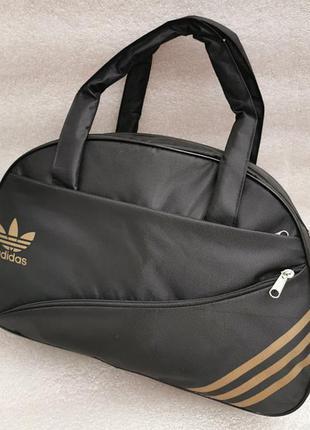 Черная спортивная сумка с длинным ремешком