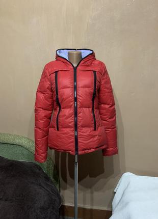 Пуховая зимняя куртка красная  очень тёплая  размер s пуховик не продуваемая