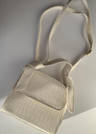 Сумка женская маленькая, белая, біла сумка трендова стильная сумка, сумка лето 2021.