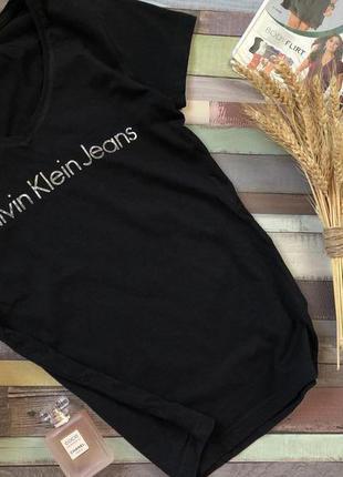 Черная футболка от calvin klein , фирменная  натуральная футболка