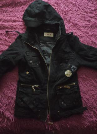 Теплая,короткая куртка