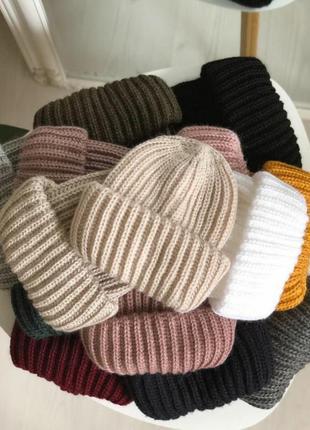 Тепла шапка крупної в'язки