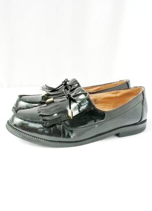 Стильные лаковые туфли лоферы vintage style на каблуке. размер uk 5/ eur 38.