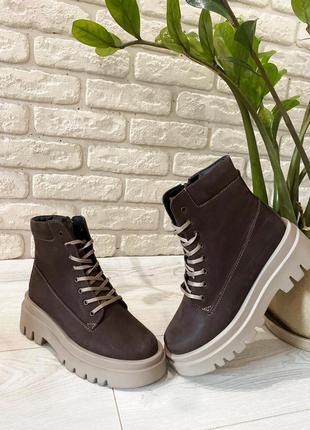 Женские ботинки на массивной подошве