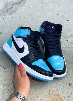 Jordan 1 retro blue patent высокие лаковые кроссовки