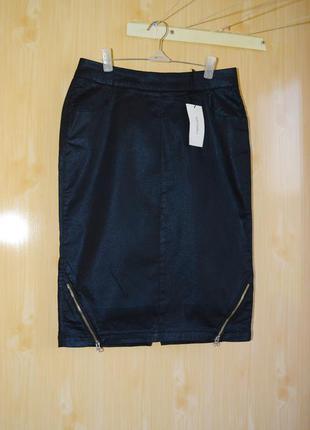 Красивая прямая классическая стильная деловая юбка с блестящим покрытием размер s/m