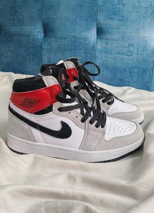 """Air jordan 1 high retro """"light smoke grey"""" кроссовки унисекс высокие серые с красным и белым"""