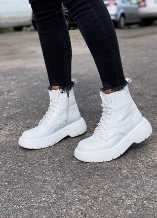 Стильные женские ботинки