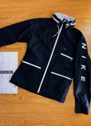Женская спортивная куртка/ветровка с капюшоном